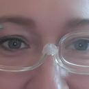 Brýle na líčení - úprava obočí pinzetou