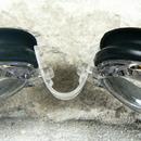 Plavecké brýle dioptrické černé - detail uchycení nosníku