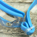 Plavecké brýle dioptrické modré - detail uchycení z boku